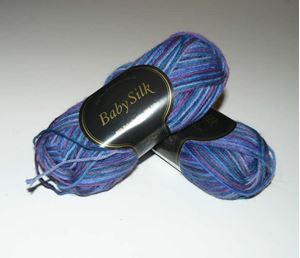 Super lækker BabySilk strikkegarn fra Du Store Alpakka - 374 Blå Mix