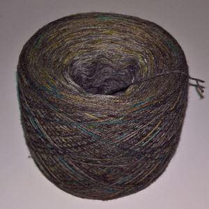 Unikt håndmalet silke og Viscose til sommerstrik og vævning fra Ægbækgaard - Gråbrun med grøn