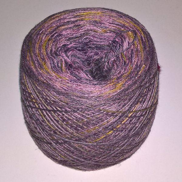 Unikt håndmalet silke og Viscose til sommerstrik og vævning fra Ægbækgaard - Rød og blålavendel med æblegrøn