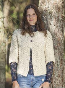 Hæklet trøje med rundt bærestykke i Cataluna - Naturuld fra CeWec - Opskrift 2308