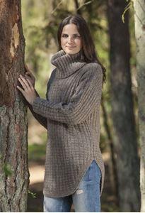 Sweater med bue og løs hals i Cataluna - Naturuld fra CeWeC - opskrift 2307