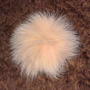 Pels Pompon af ræv til pynt på huer, tasker og sko mm - Creme