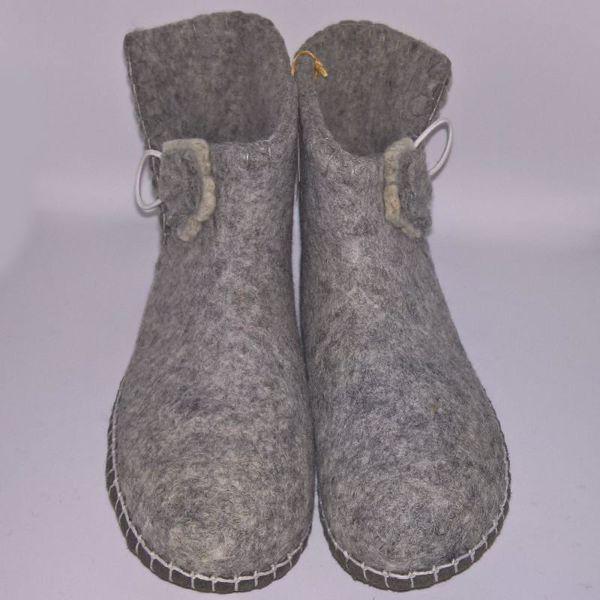 Håndfiltede filtstøvler fra Clemente - Lysegrå med blomster lukning
