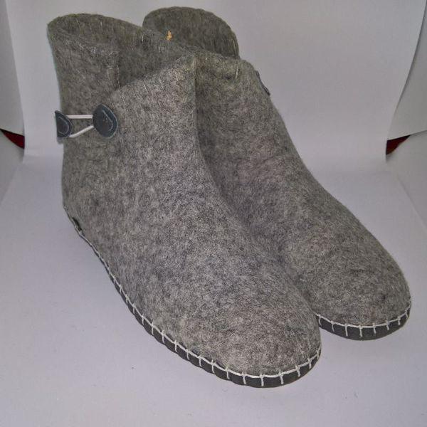 Håndfiltede filtstøvler fra Clemente - Lysegrå med elastik lukning