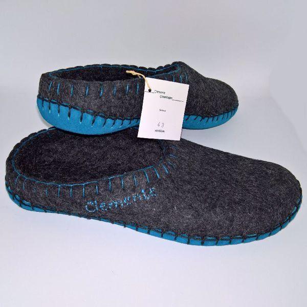 Håndfiltede filtstøvler fra Clemente - Koksgrå Slippers med Turkise Såler