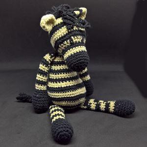 Zebraen Alice - hæklet slaske bamse i bomuld fra Edvards Menageri