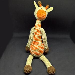 Giraffen Katrine - hæklet slaske bamse i bomuld fra Edvards Menageri