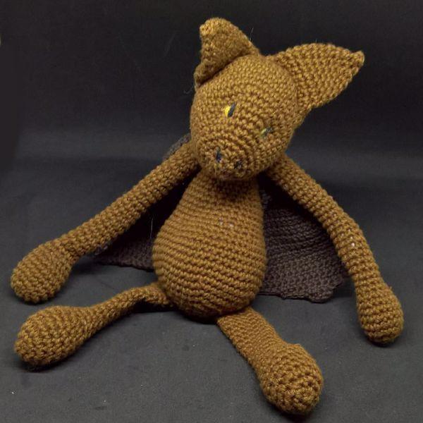 Flagermusen Klaus - hæklet slaske bamse i bomuld fra Edvards Menageri