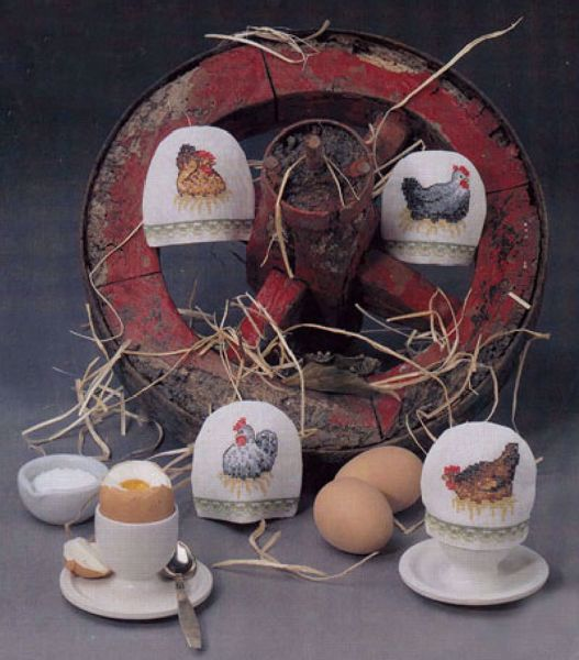 Korsstingsbroderi sæt med 4 forskellige motiver af høns til æggevarmere fra Oehlenschläger - 67558
