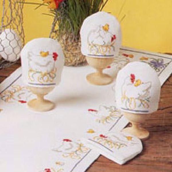 Korsstingsbroderi sæt med 4 forskellige motiver af hvide høns til æggevarmere fra Oehlenschläger - 99512