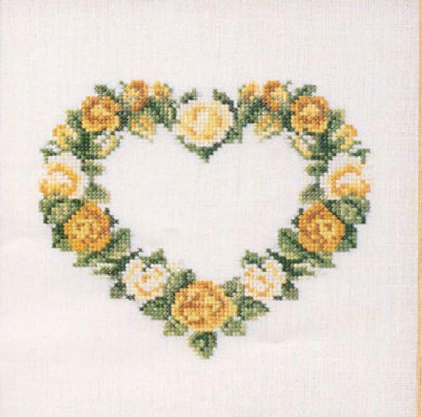 Søde korsstingsbroderier med blomster i hjerte til nålepuder eller projektpose fra Oehlenschläger - 65179 Gule roser